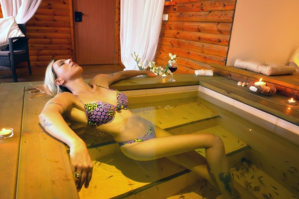 body exfoliation in a fish spa